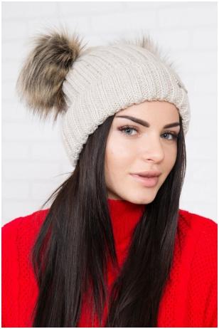 Šviesiai smėlinės spalvos kepurė K120