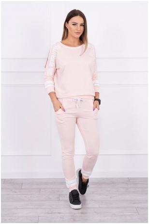 Šviesiai rožinės spalvos sportinis kostiumas MOD096