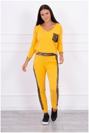Garstyčių spalvos moteriškas kostiumėlis MOD468