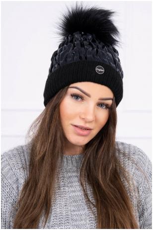 Juodos spalvos žieminė kepurė K160