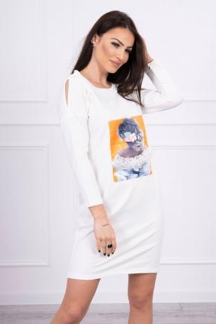 Nebalintos drobės spalvos suknelė MOD550