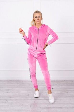 Šviesiai rožinės spalvos veliūrinis kostiumėlis MOD725
