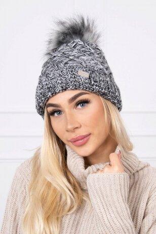 Juodos ir baltos kepurė K169