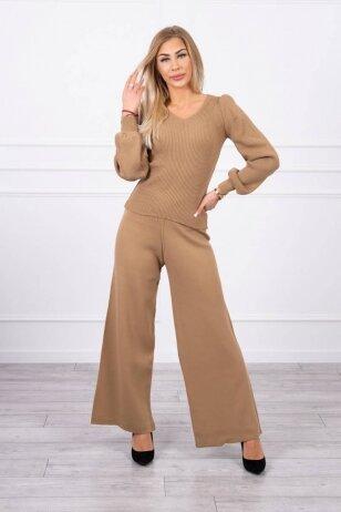 Šviesiai rudos spalvos moteriškas kostiumėlis MOD847
