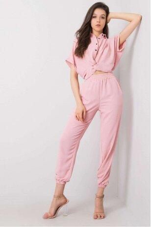 Šviesiai rožinės spalvos moteriškas kostiumėlis MOD950