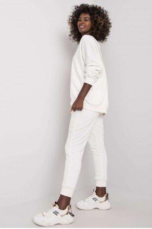 Baltas sportinis kostiumas MOD1137