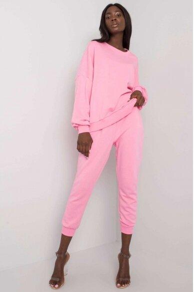 Šviesiai rožinės spalvos sportinis kostiumas MOD1137
