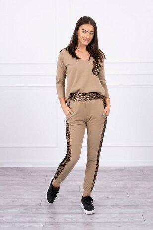 Šviesiai rudas moteriškas kostiumėlis MOD468