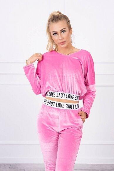 Šviesiai rožinės spalvos veliūrinis kostiumėlis MOD724 3
