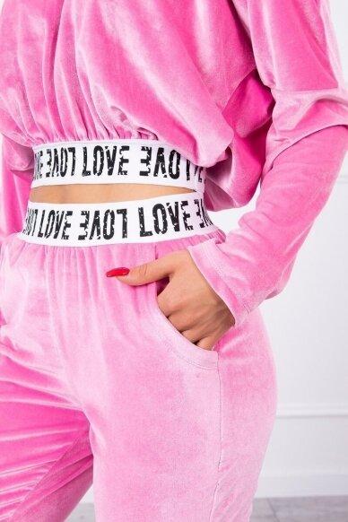 Šviesiai rožinės spalvos veliūrinis kostiumėlis MOD724 4